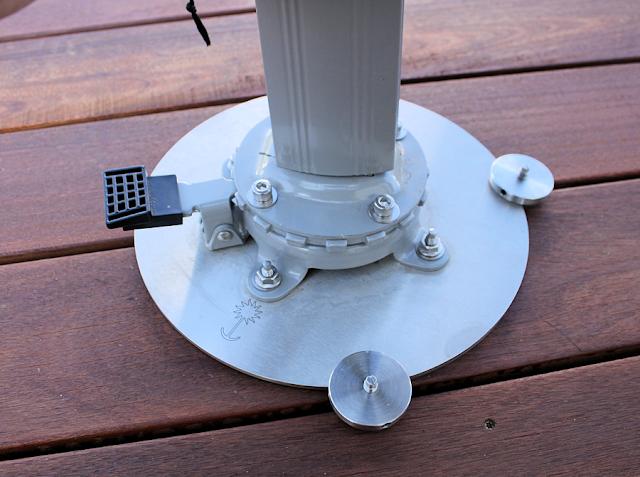 wir bauen ein haus terrasse mit sonnenschirm. Black Bedroom Furniture Sets. Home Design Ideas