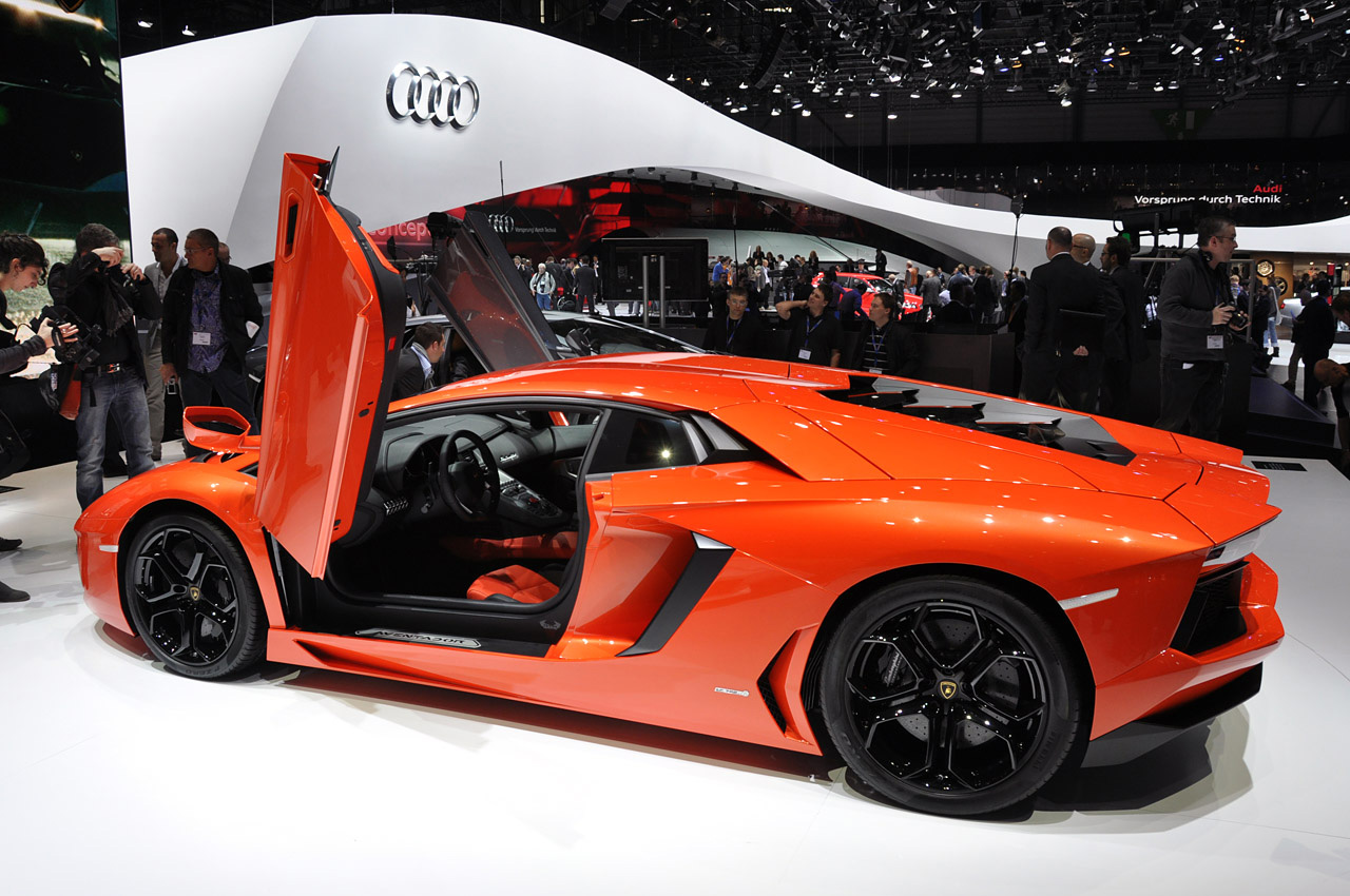 Lamborghini Aventador LP 700-4 launched. priced @ Rs 3.69 Crores - Lamborghini Aventador Photos. Images