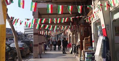 Banderas kurdas en Dahok. Ferran Barber