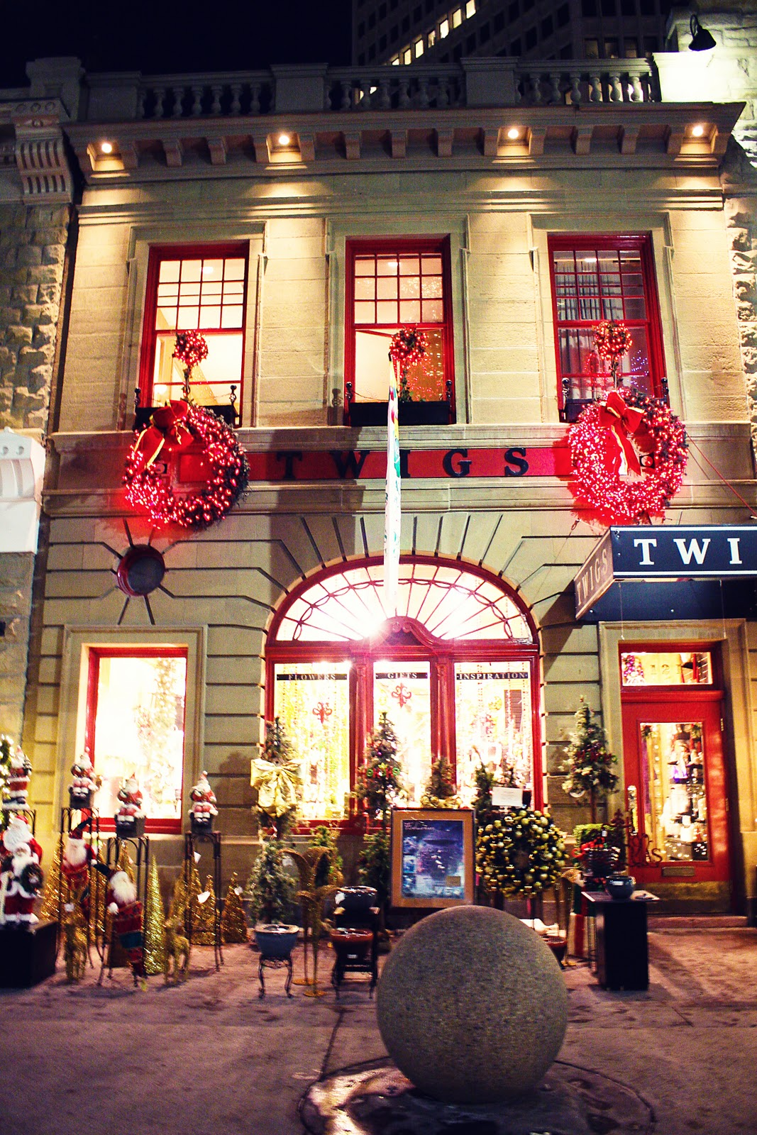 Exterior: The Street Snapper: It's Officially Christmas In Downtown