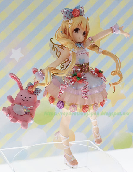 Figura Anzu Futaba side view