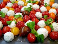 Σαλάτα ντοματίνια με τυριά, σε φουλ του μάραθου - by https://syntages-faghtwn.blogspot.gr