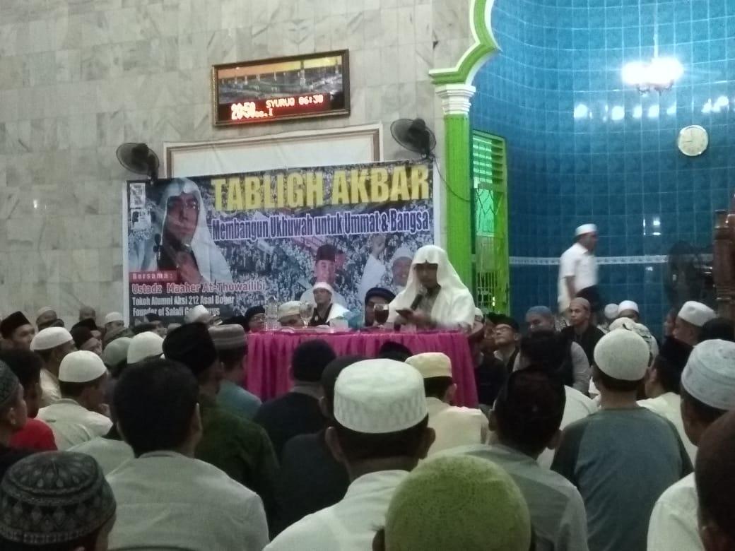 Ustadz Maher At-Thuwailibi bertausiyah di hadapan ratusan umat muslim Binjai