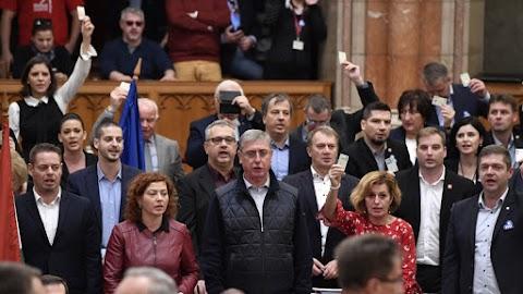 Fidesz: az ellenzék agresszív viselkedése nevetségességbe torkollott