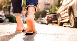 Τουριστική περιοχή βάζει πρόστιμα σε όσους φορούν σαγιονάρες