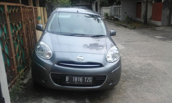 dijual nissan march warna abu-abu metalik