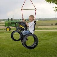 juego motocicleta voladora hecha con neumaticos