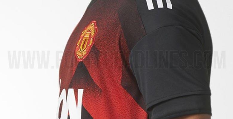 maillot manchester united 17 18 pre match. Black Bedroom Furniture Sets. Home Design Ideas