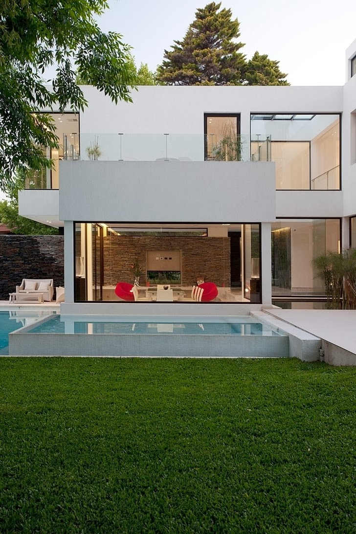 Backyard facade of Minimalist Casa Carrara by Andres Remy Architects