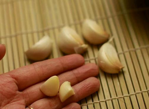 Bawang putih berkhasiat untuk mencegah radang otak dan penuaan sel otak