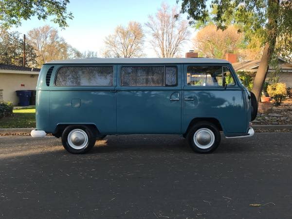 Dove Blue 1968 Volkswagen Bus | vw bus wagon