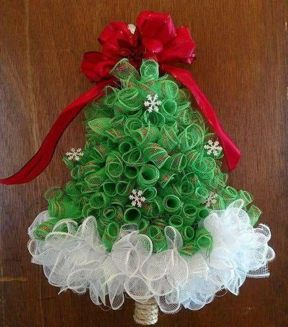 Manualidades Para Decorar Puertas En Navidad.Haz Arbolitos Navidenos Con Mallas Para Decorar Puertas En