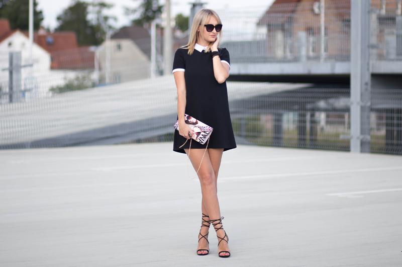 sukienka z kołnierzykiem, czarna sukienka, klasyczna czarna sukienka, sandały na obcasie, snadałki, stili, fashion, SZPILKI