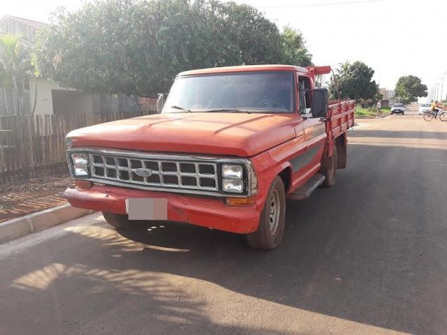 Falta de sinalização em cruzamento provoca capotamento de veículo, em Rolim de Moura
