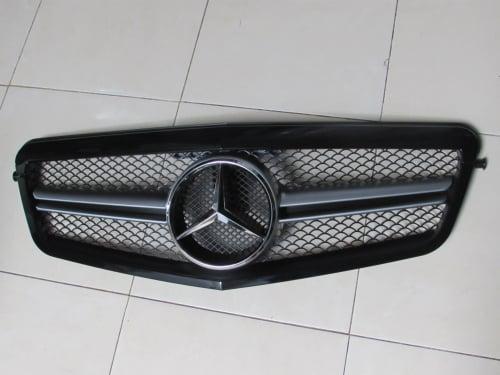 grill mercedes benz w212 2009 2012 pre facelift black. Black Bedroom Furniture Sets. Home Design Ideas