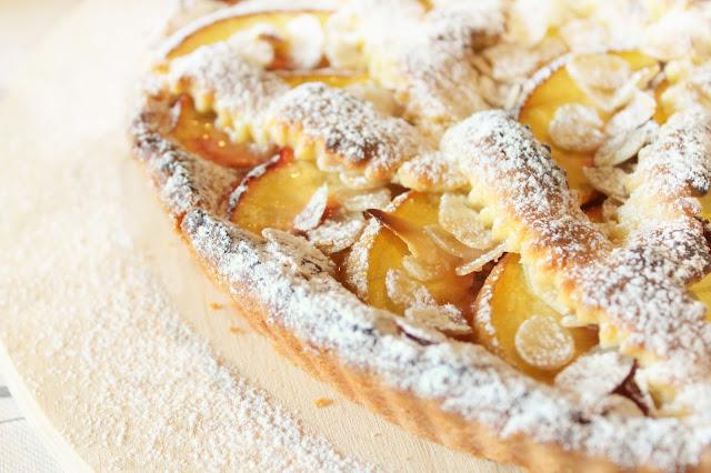 Crostata alle Mandorle con Amaretti e Pesche Nettarine di Romagna