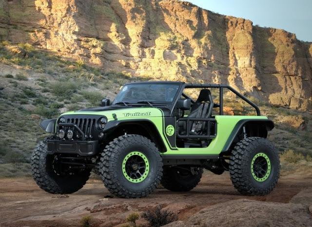 Jeep Renegade Commander Este solo es el comienzo de los conceptos del Jeep, es el icono del 4x4 americano, y que también creo una versión camioneta Renegado, y equipado con una variedad de accesorios, para poder ofrecer una mayor capacidad de todo terreno. Posee un kit de elevación de dos pulgadas, rines Rubicon de aluminio de 17 pulgadas con neumáticos BF Goodrich de 29.5 pulgadas.