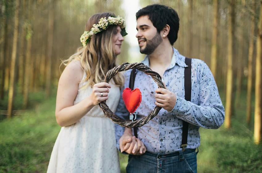 e-session - ensaio noivos - ensaio casal - ensaio ao ar livre - e-session ao ar livre - noivos - arco de coracao - coracao - coracao de feltro - coroa de flores