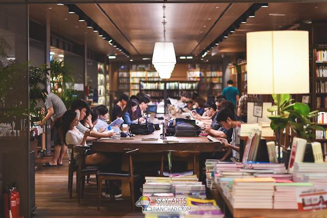 Reading book in Kyobo Book Store Gwanghwamun 교보문고 광화문점 in Seoul