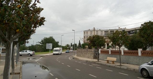 Mont-roig del Camp: estacionament a l'av. Agustí Sardà