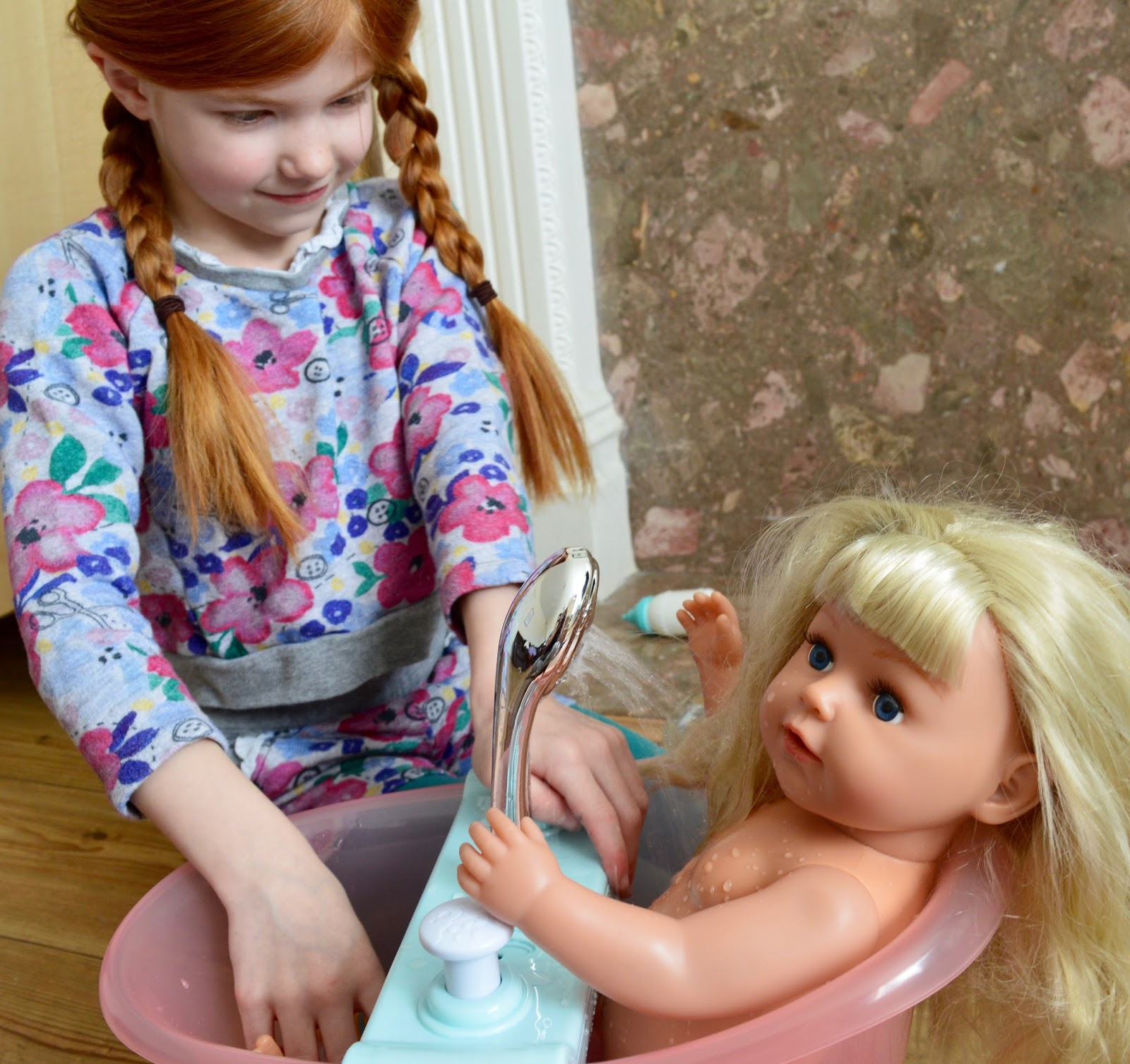 BABY Born Interactive bathtub with foam - instructions and review - Heidi bathing her BABY born doll