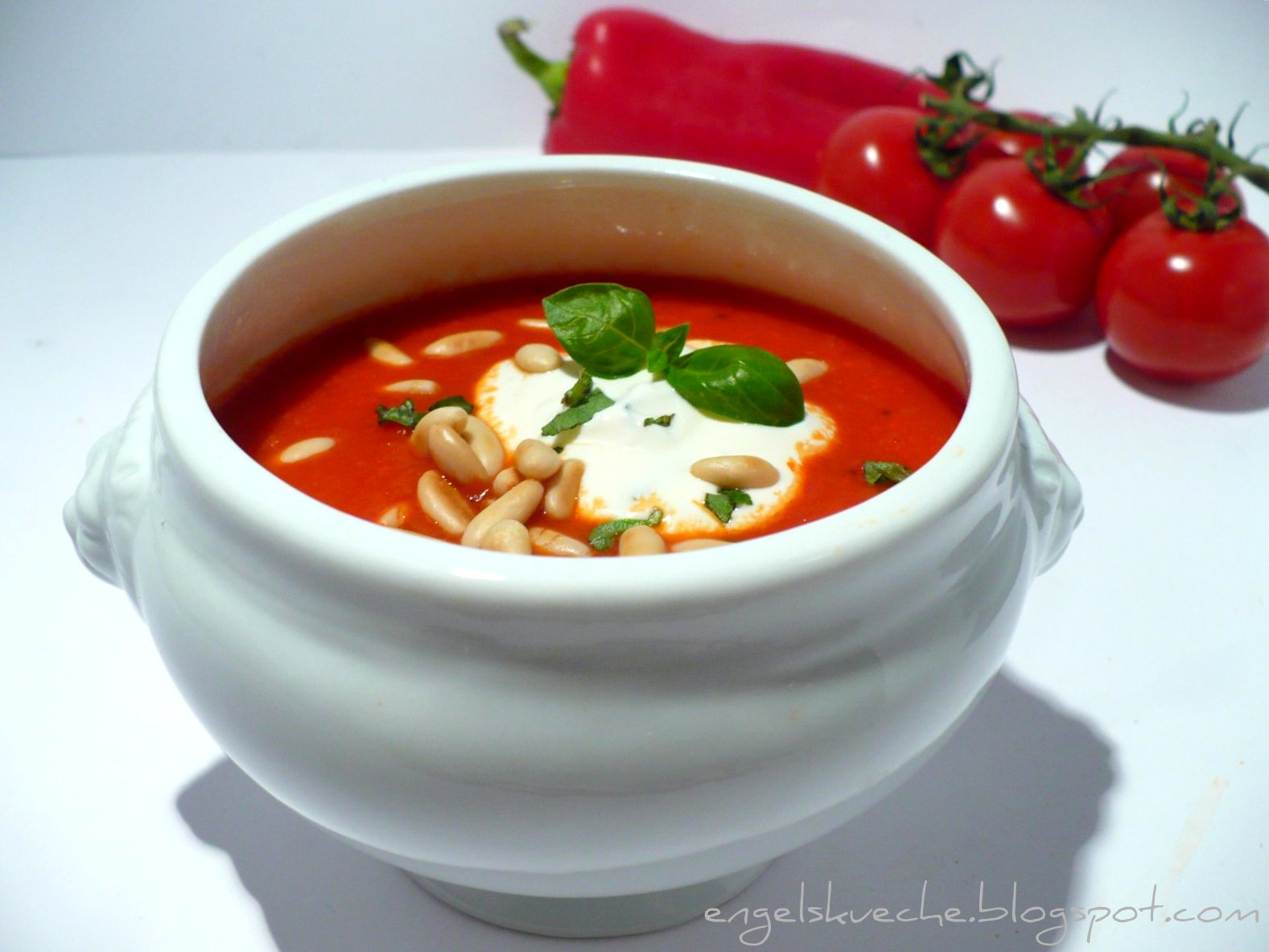 tomaten paprika suppe mit champions rezepte suchen. Black Bedroom Furniture Sets. Home Design Ideas