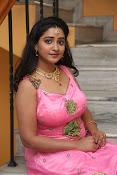 aishwarya addala new glam pics-thumbnail-1