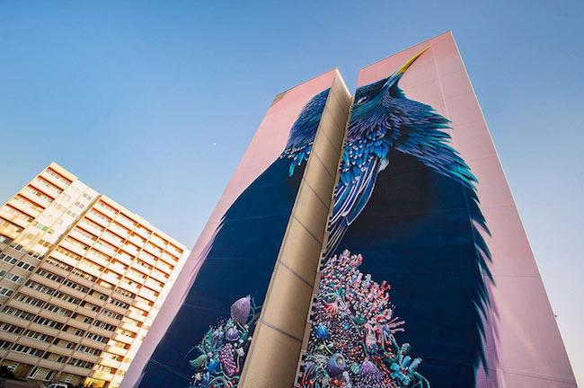 Hermoso mural de ave se extiende a trav s de un elevado for 9 11 mural van
