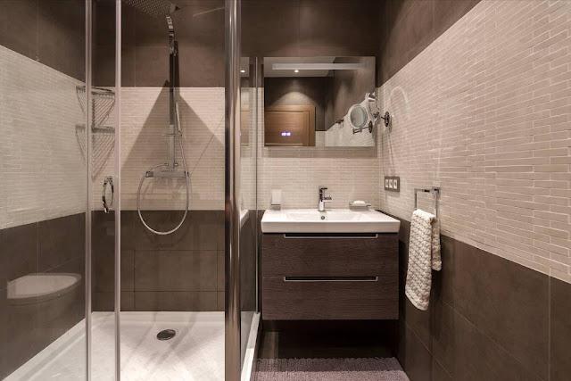Mẫu phòng tắm đẹp nhỏ hẹp có bồn tắm