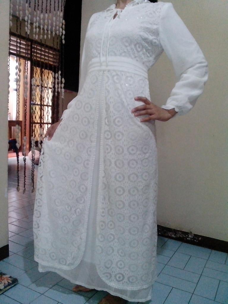 Model Gamis Putih Berpuring Terbaru 2016