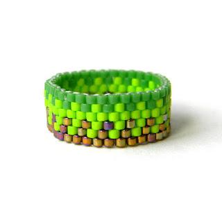 бижутерия оригинальные кольца с орнаментом фото зеленое неоновое салатовое