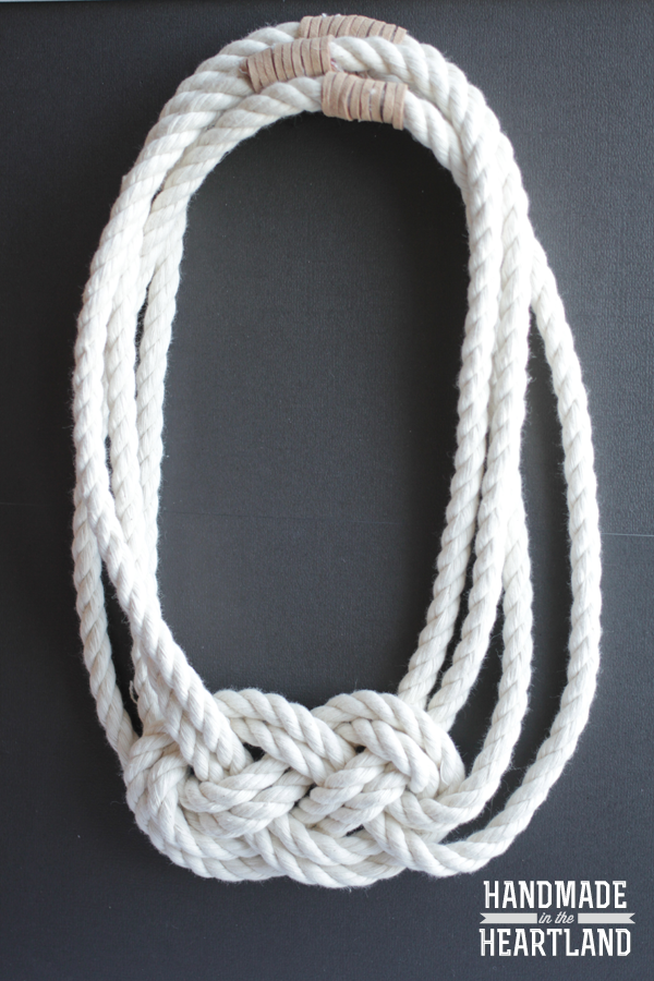 http://www.handmadeintheheartland.com/2014/01/diy-nautical-knot-rope-necklace.html