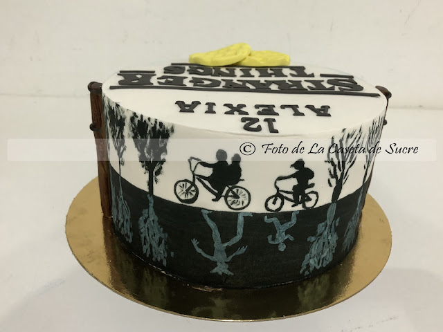 tarta stranger things cake 2