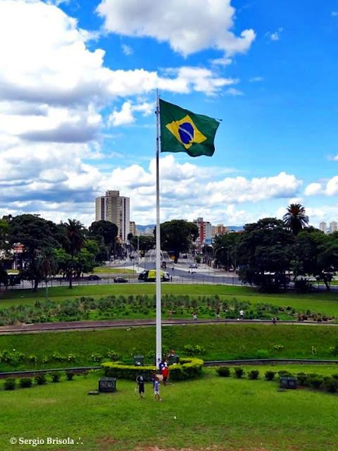 Vista ampla da Bandeira do Brasil - Parque da Independência - São Paulo