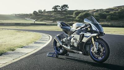 2016 Yamaha YZF R1 & YZF R1M isa reacing track