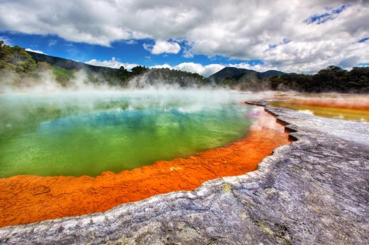 9. Champagne Pool, North Island, New Zealand - Top 10 Natural Pools