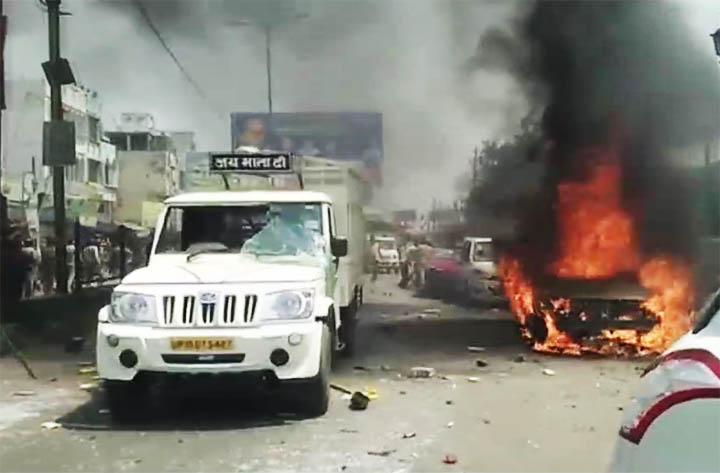 मुरादाबाद में रेलवे ट्रैक रोका गया तो मेरठ-हापुड़ में आगजनी और तोड़फोड़