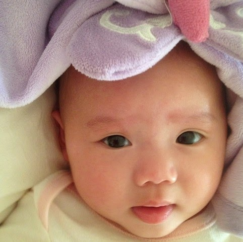 Menjaga Kelembaban Kulit Bayi