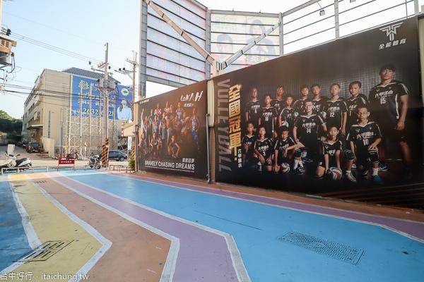 台中沙鹿夢想街|粉紅愛心鞦韆、夢幻球牆、彩繪巴士,網美拍照景點