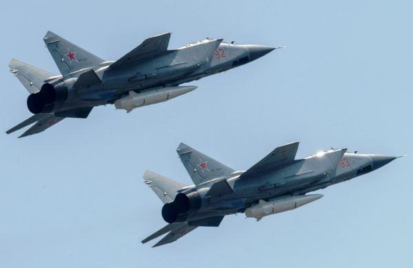 Rudal Khinzal pada MiG-31