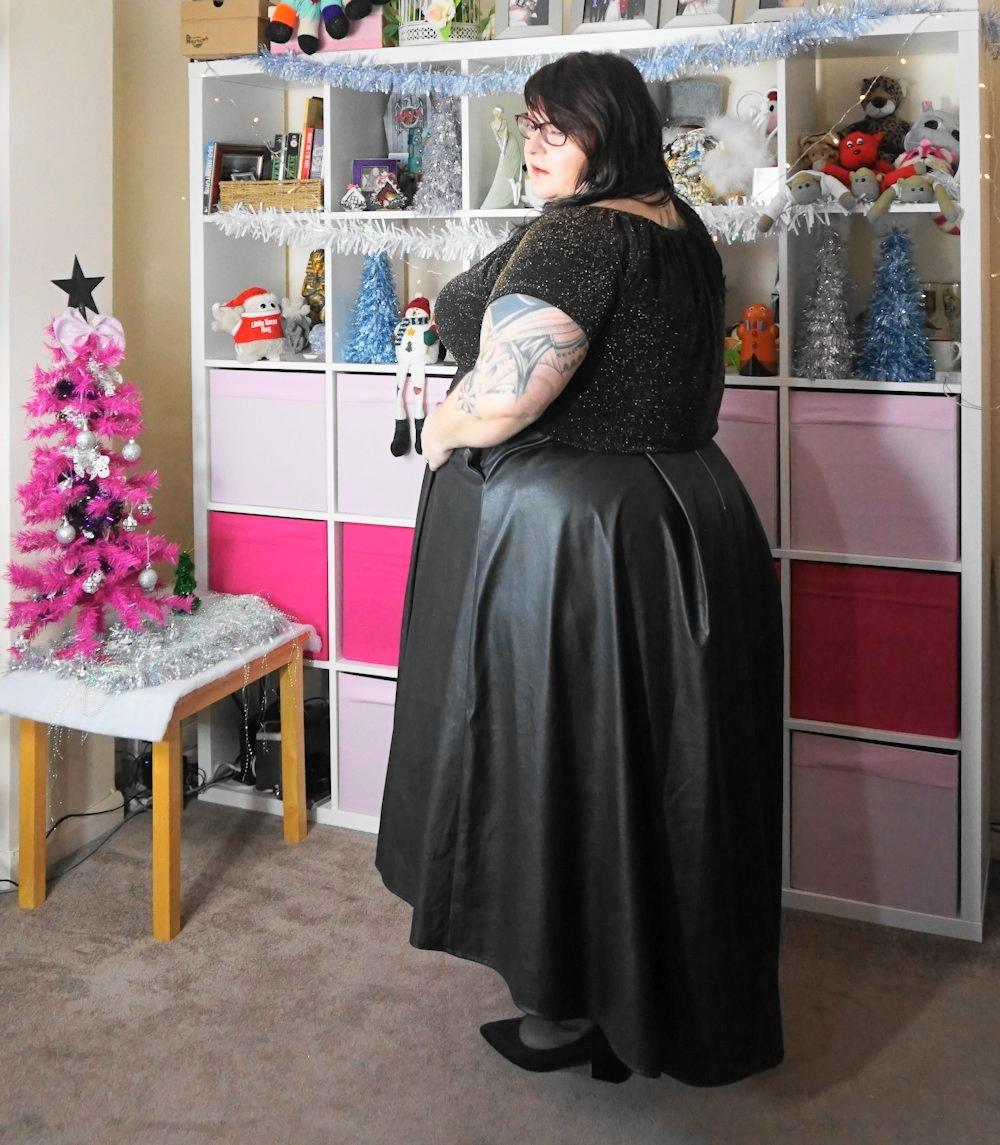 Elvi-dip-hem-leather-look-high-low-skirt plus size // www.xloveleahx.co.uk