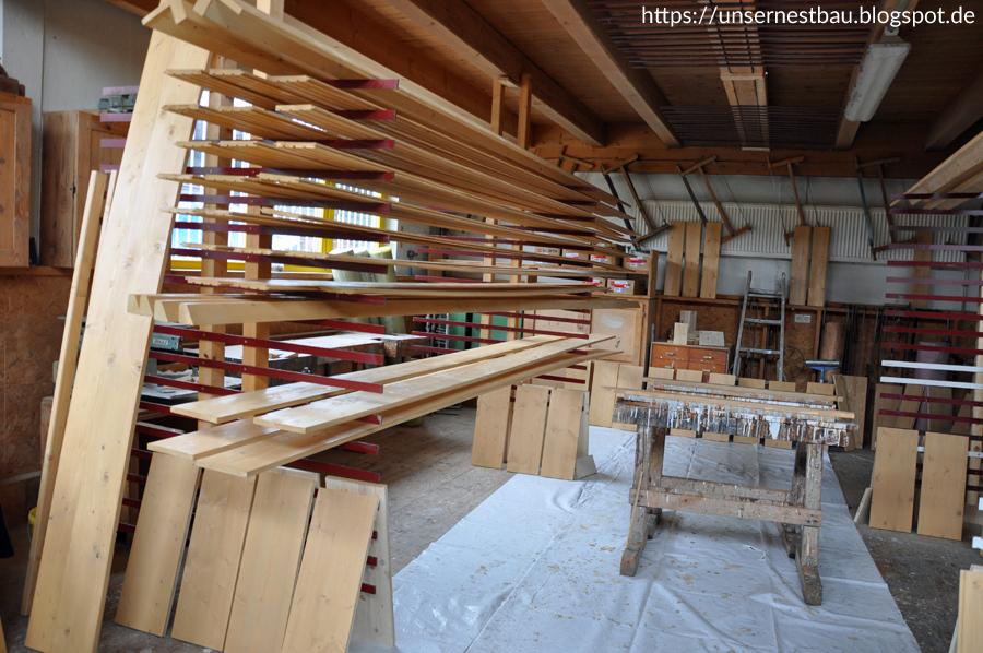 unser nestbau eigenleistung im werk balken und bretter f r den dachvorsprung streichen und. Black Bedroom Furniture Sets. Home Design Ideas