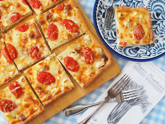 Broileri-feta-tomaatti peltipiirakka on mättöherkkujen kingi