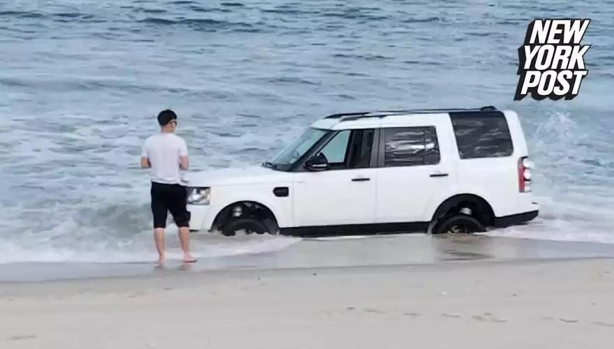 Βίντεο: Ήθελε να βγάλει φωτογραφίες το πολυτελές τζιπ του στην αμμουδιά- Δείτε όμως τι έπαθε!
