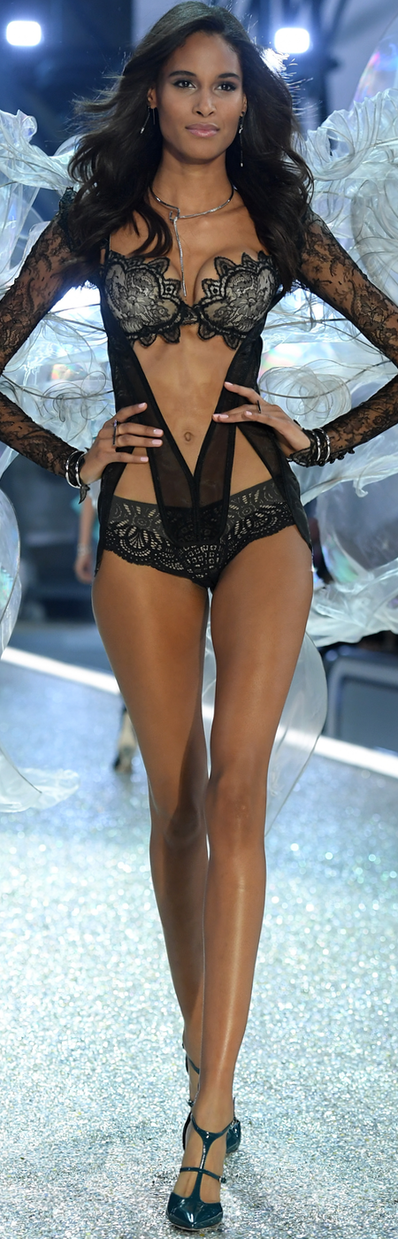 Cindy Bruna 2016 Victoria Secret Fashion Show