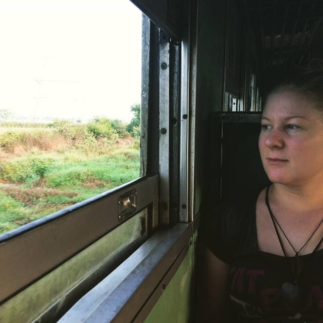 Junalla matkustaminen Thaimaassa, junalla Bangkokista Kambodzaan.