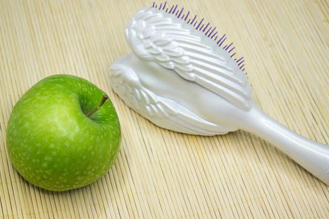 [507.] Rozjaśnianie włosów kwasem jabłkowym