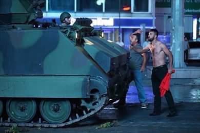 الشعب يُفشل محاولة الإنقلاب في تركيا