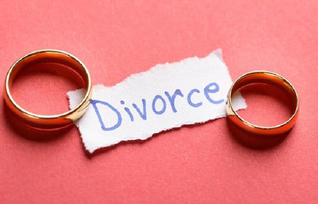 पत्नी को बिना बताये तलाक लेने नशे की गोली खिला कर पति ले गया कोर्ट | BHOPAL NEWS