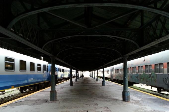 Trabajadores de Ferrobaires resisten el cierre de ramales y presentan amparo contra los despidos